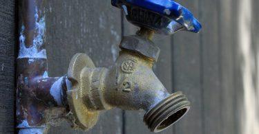 4 etapes pour reparer une fuite deau au niveau dun joint defectueux 4 étapes pour réparer une fuite d'eau au niveau d'un joint défectueux